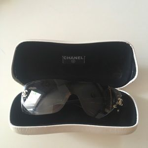 Chanel sunglasses worn 2 times